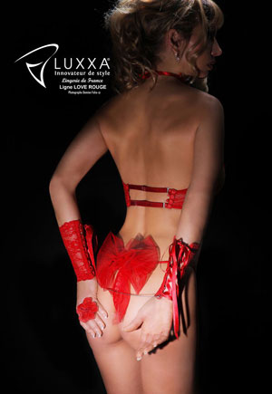 Love rouge String nu voile ouvert
